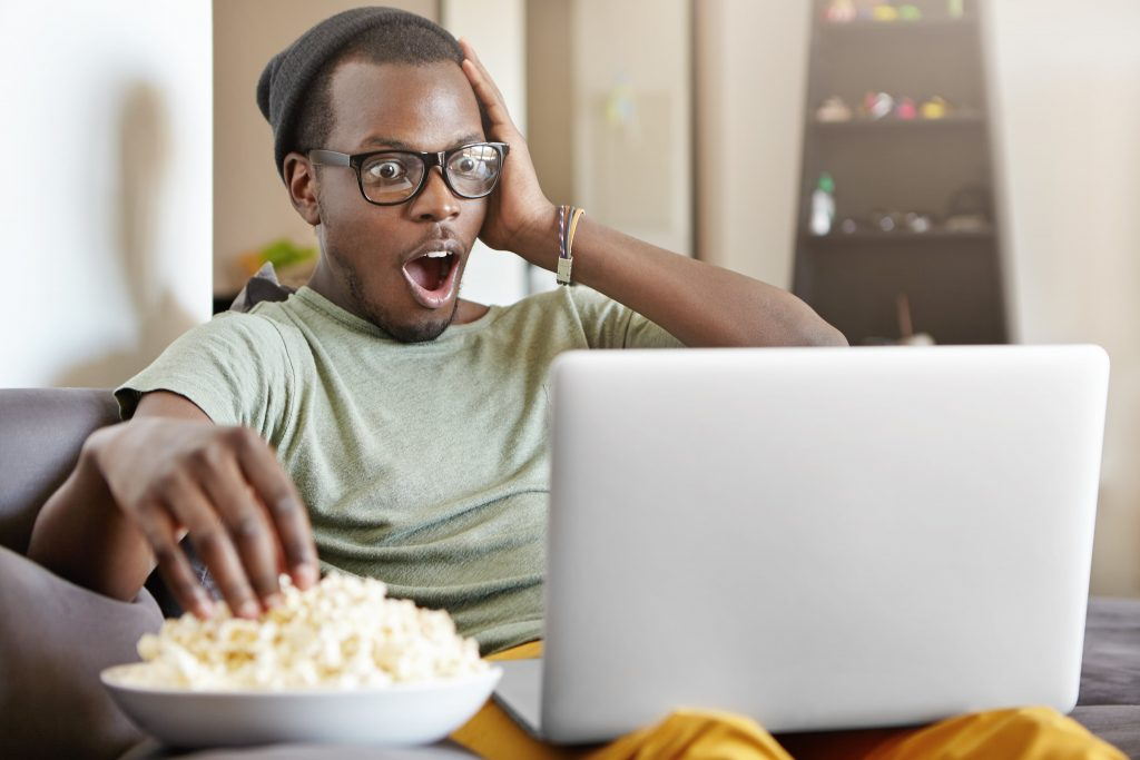 Man enjoying Argentinian shows on his laptop - learn Argentinian slang